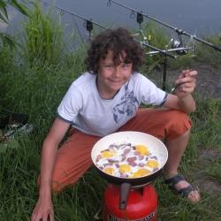 Любимое блюдо сына(на рыбалке)